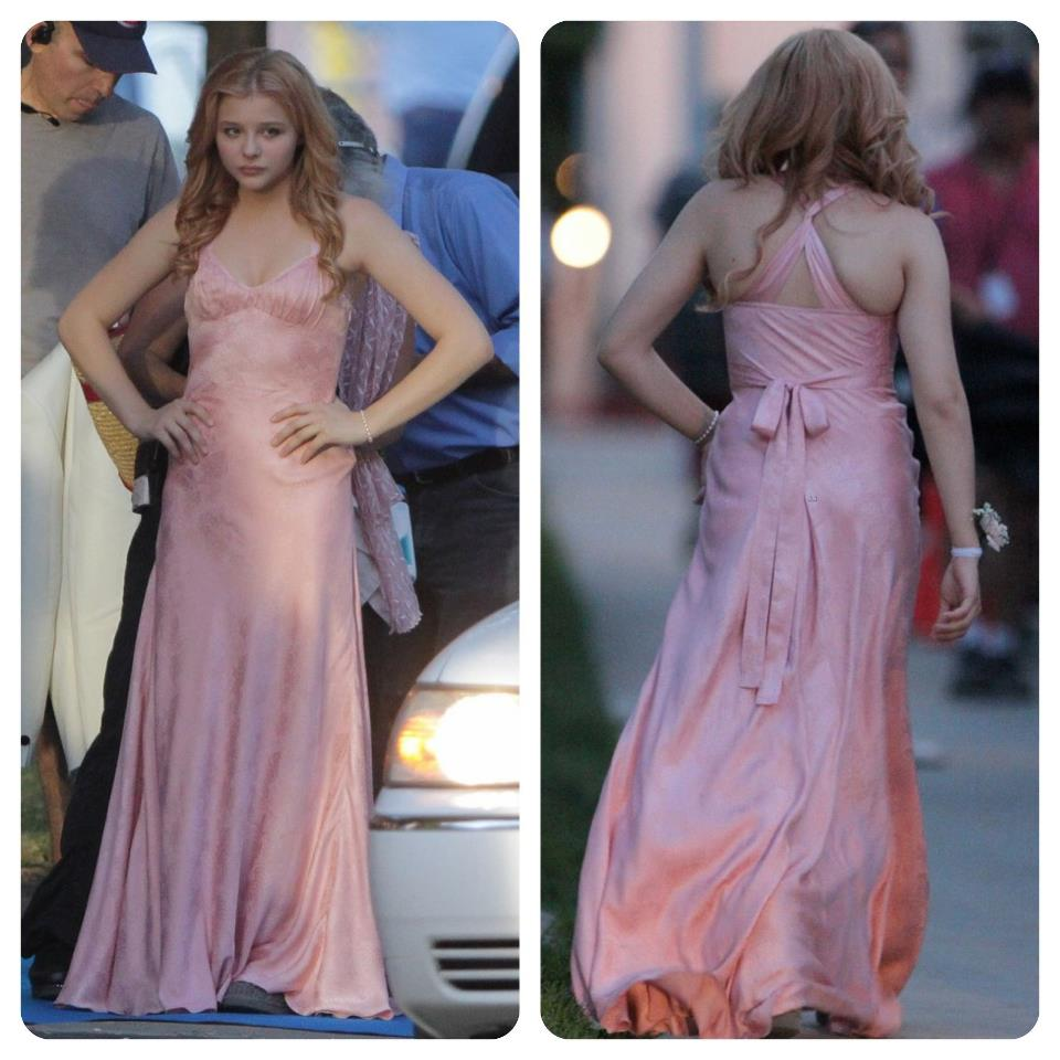 New Set Pics From Carrie Shows Prom Dress Before & After The Blood ...